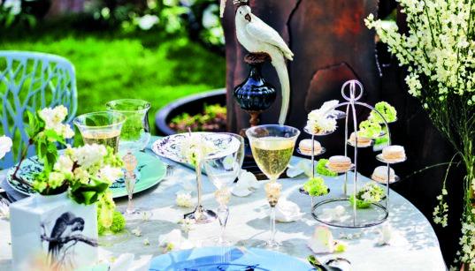 Deco, Fruehling, Vogel, Teller, Glas, Vase, Blumen, Blueten, Porzellan, Dekoration, Etagere, Meister Silber, Kerzen, Besteck, Silber, Flieder,